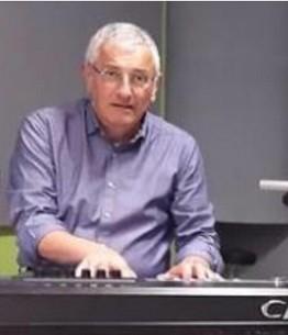Aldo Radaellli suona nella band Gente in Comune