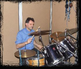 Massimo Garavaglia suona nella band Gente in Comune